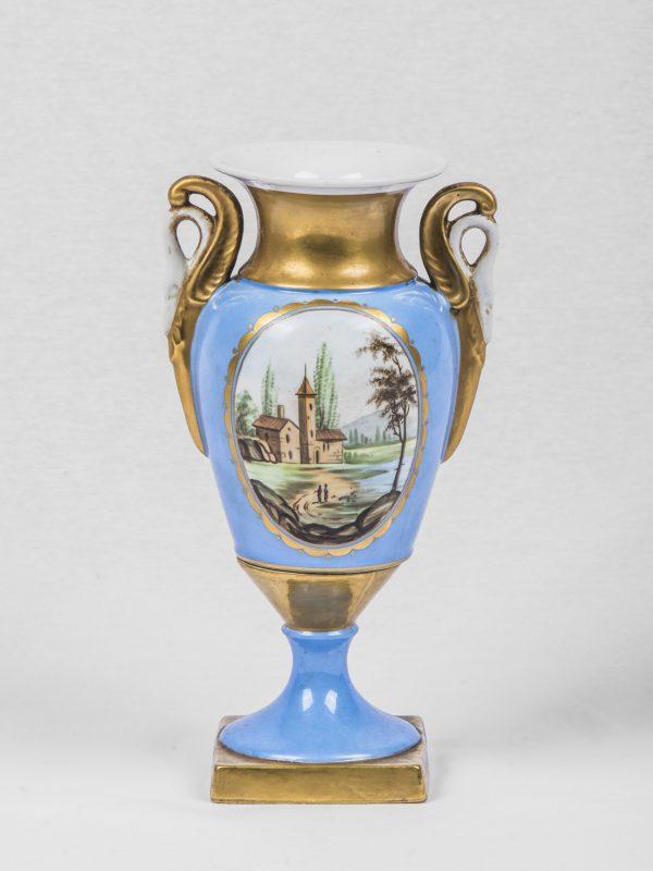 Anfore Con Fiori.Vaso Ad Anfora In Porcellana Azzurra Dipinta E Oro Con Fiori E Paesaggio Manici A Forma Di Cigno Francia Seconda Metà 800